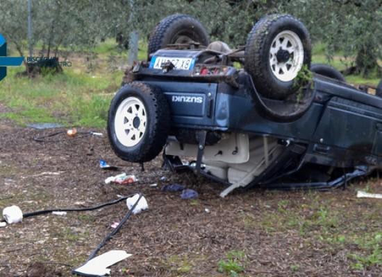 Auto si ribalta sulla Bisceglie-Andria, quattro feriti tra cui una donna incinta / FOTO