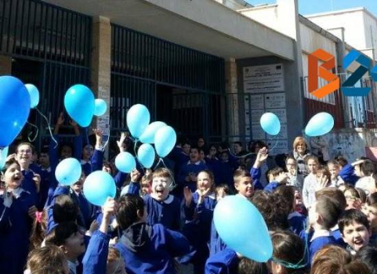 """Giornata mondiale per la consapevolezza dell'autismo, il IV circolo """"don Uva"""" si tinge di blu / FOTO"""