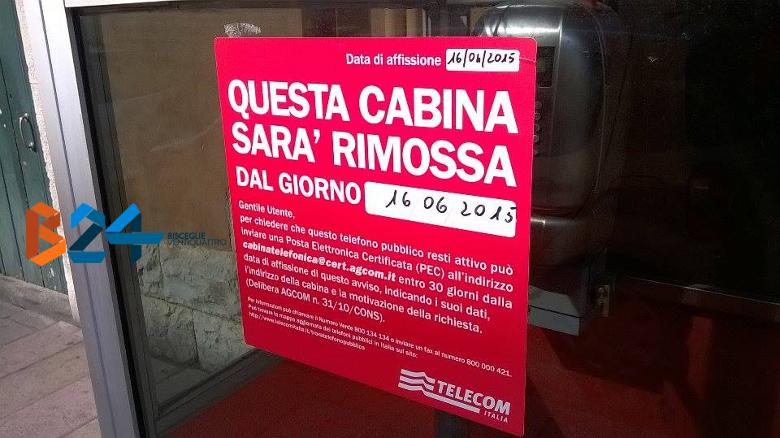Il cartello affisso sulla cabina