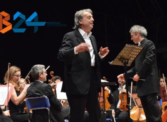 """I 25 anni di """"Uno Tra Noi"""" festeggiati con Gianni Ciardo e la Filarmonica Pugliese / VIDEO"""
