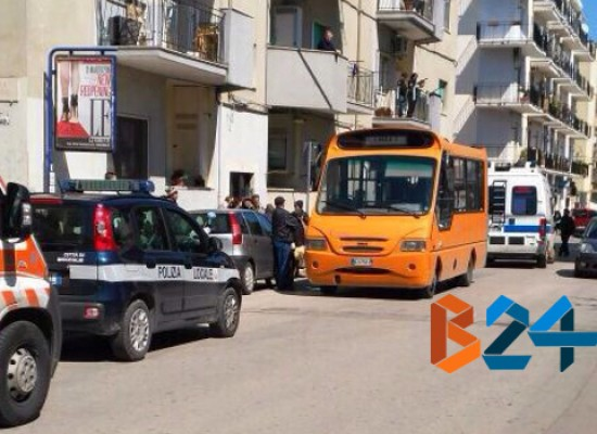 Settantacinquenne colto da malore in circolare, interviene il 118 e la Polizia Municipale