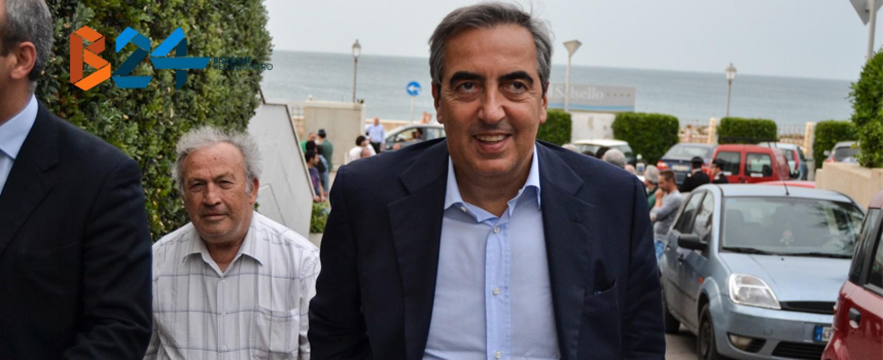 """Gasparri a Bisceglie: """"I trasformisti della politica meritano un calcio nel sedere"""" / FOTO"""