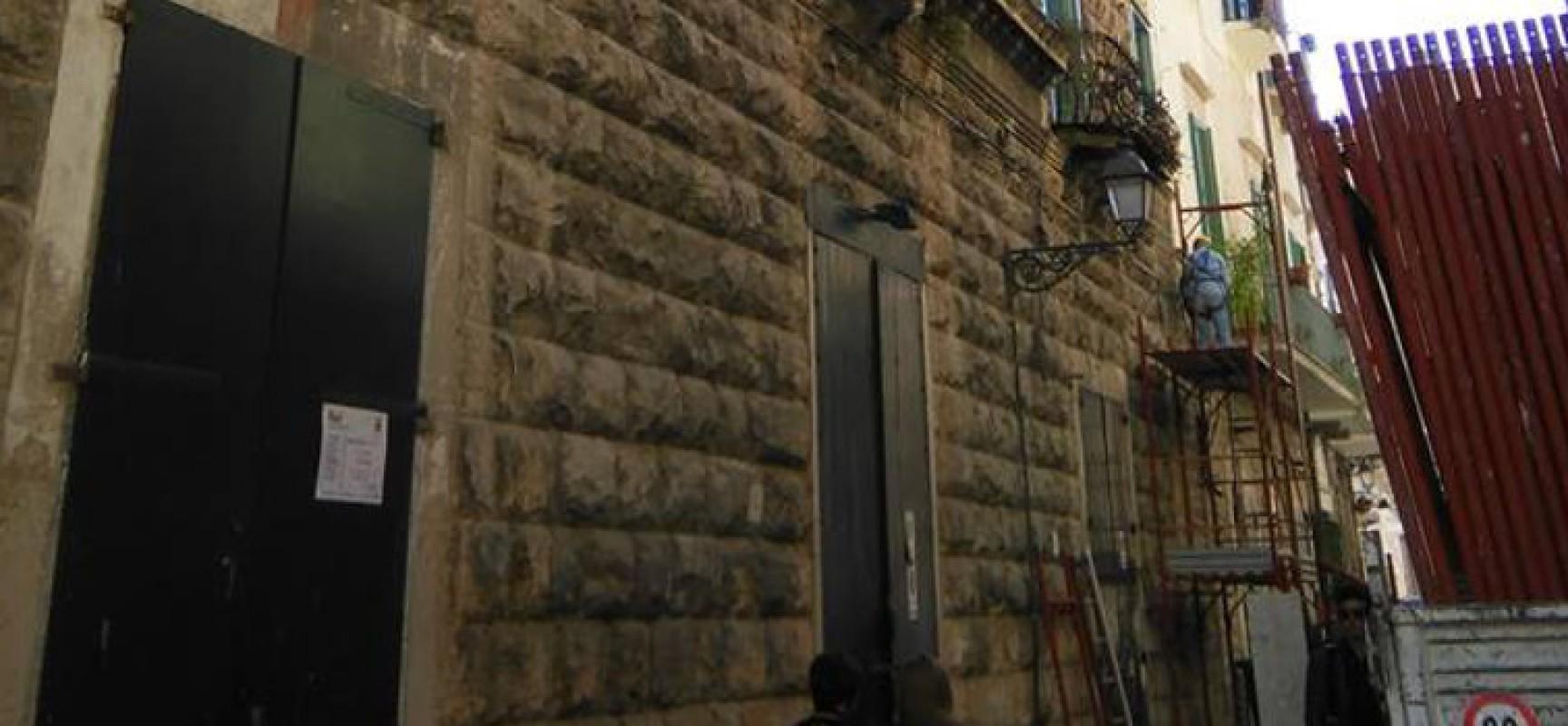 Partita la pulizia delle facciate di Palazzo Tupputi, i lavori dureranno 90 giorni