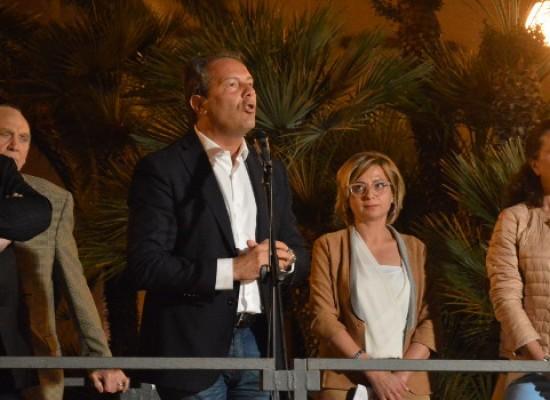 Spina in piazza a sostegno di Emiliano: «Io coerente, opposizione senza idee e contenuti»