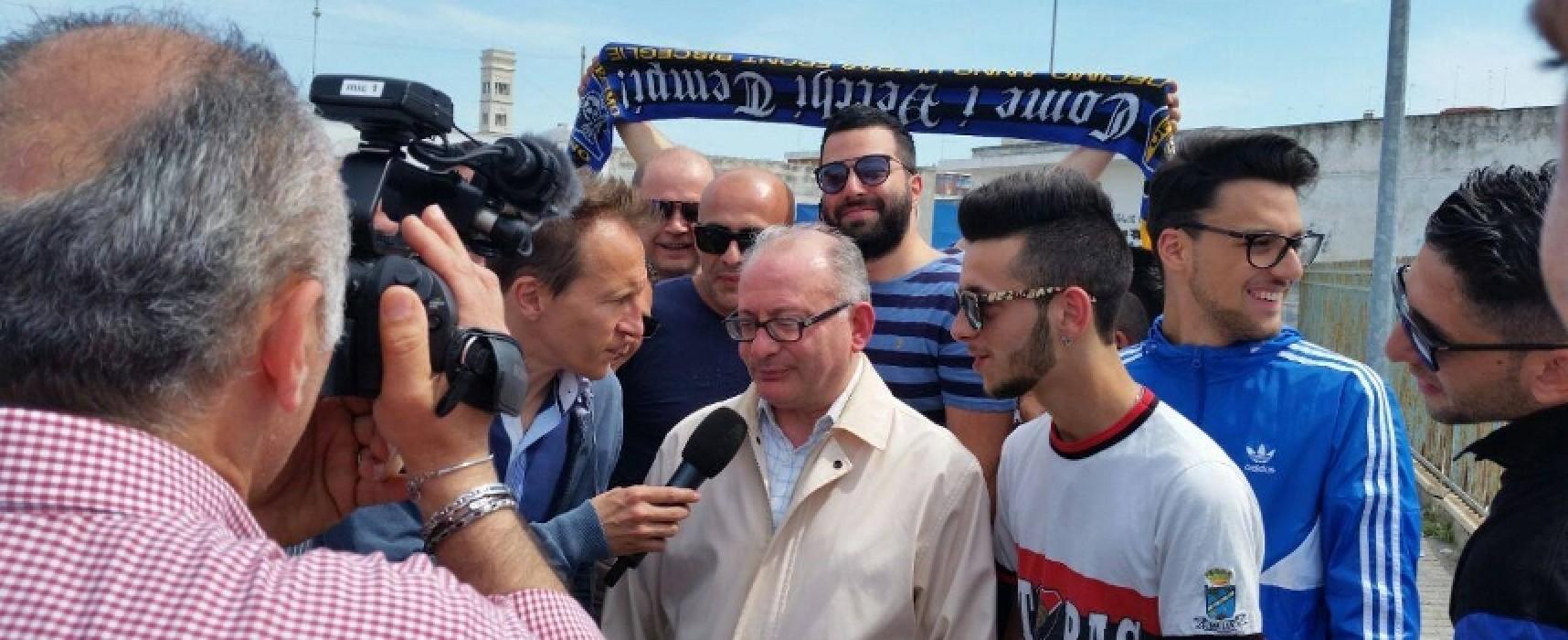 """Cristiano Militello e """"Striscia lo striscione"""" a Bisceglie: ecco il VIDEO"""