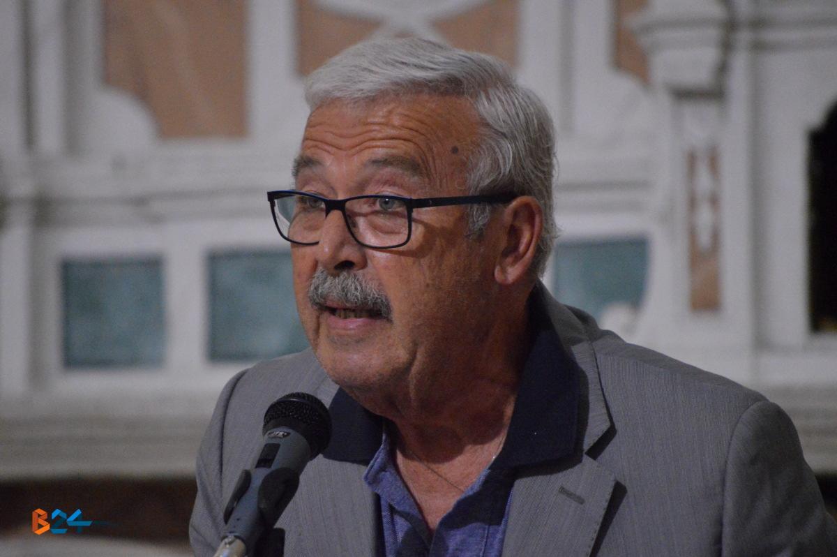 Consiglio comunale francesco spina non pi sindaco al for Valente arredamenti bisceglie
