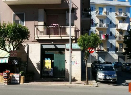 Due furti con scasso messi a segno nella notte su via Luigi Papagni