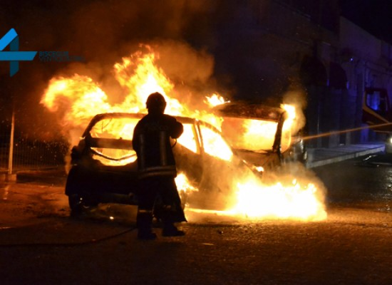 Nella notte una Citroen e un Fiorino in fiamme al porto / FOTO E VIDEO