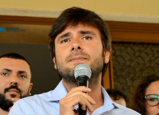 """Di Battista (M5S) a Bisceglie sul caso CDP: """"Soldi pubblici che si perdono tra ruberie e tangenti"""" / VIDEO"""