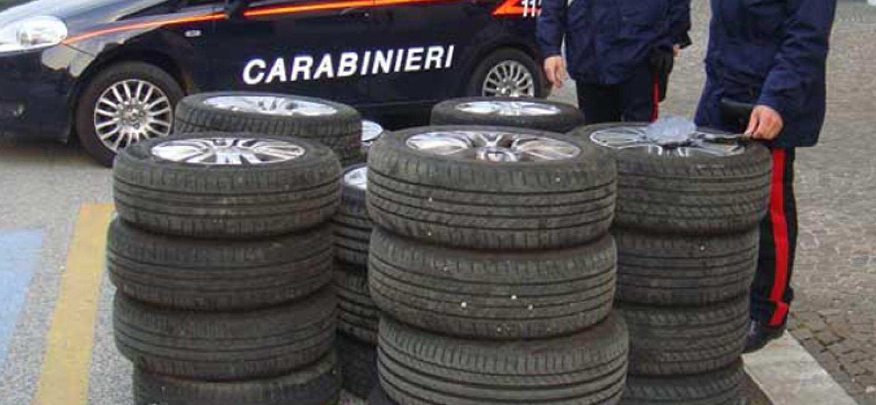 Ruba carico di gomme sulla A14: intercettato dai carabinieri fugge via