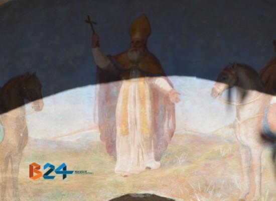 """Svelata al pubblico la restaurata lunetta dei """"Tre Santi"""" in via Alcide De Gasperi /FOTO"""