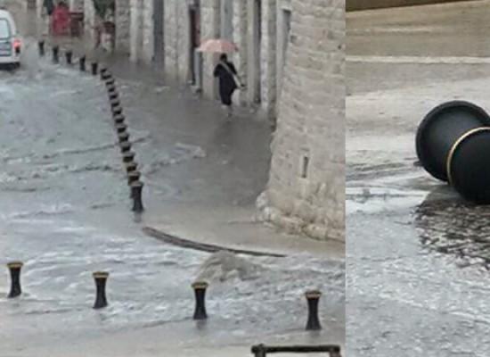 Salta il tombino e il waterfront si allaga ancora a causa della pioggia