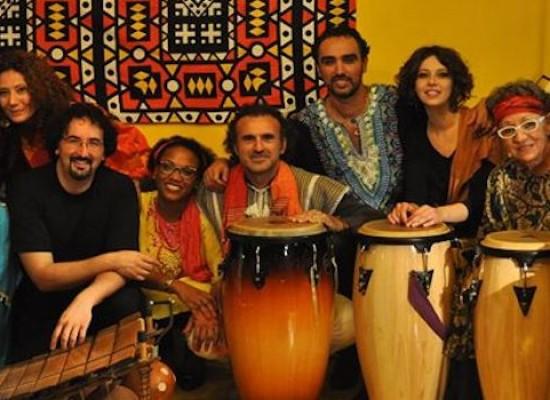 I ritmi etnici di Cesare Pastanella e le danze di Ana Estra protagonisti presso l'Open Source