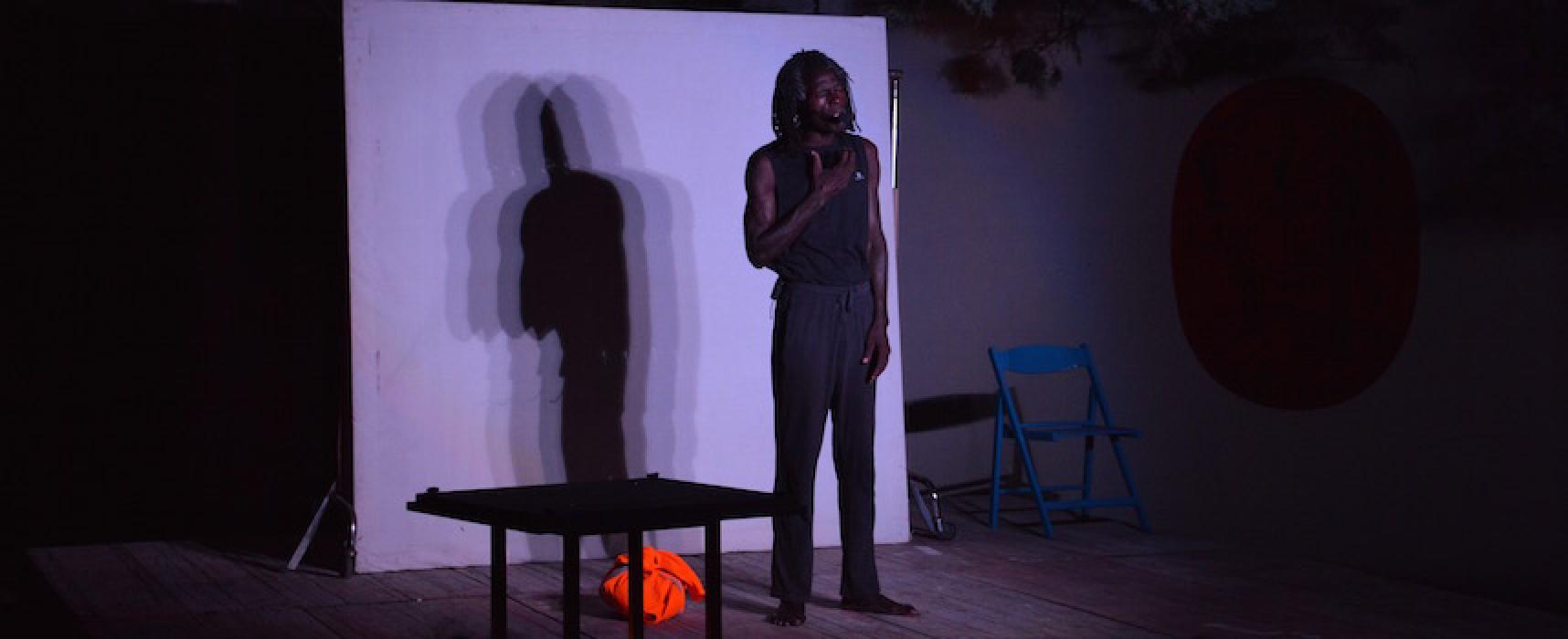 """""""Il Riscatto"""" di Mohamed Ba emoziona il pubblico dell'Open Source / FOTO"""