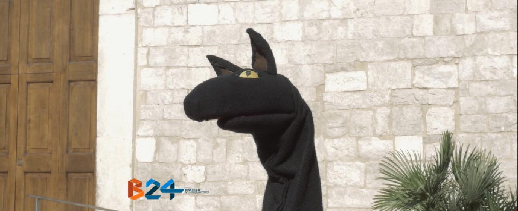 """Nuovo testimonial per """"Bisceglie… strada facendo"""", arriva il lupo cattivo / VIDEO"""