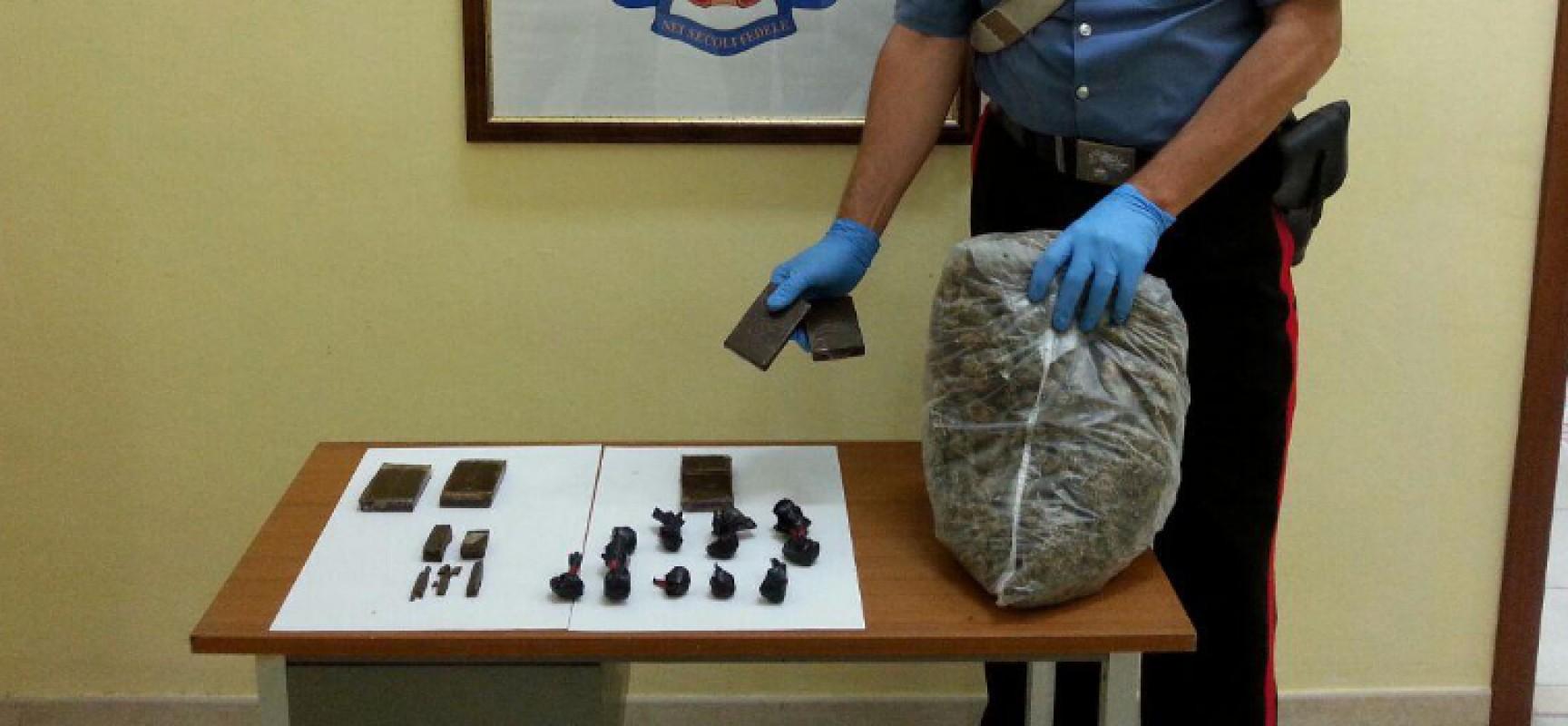 Carabinieri sequestrano un chilo e mezzo di hashish e marijuana nascosti in un condominio di edilizia popolare