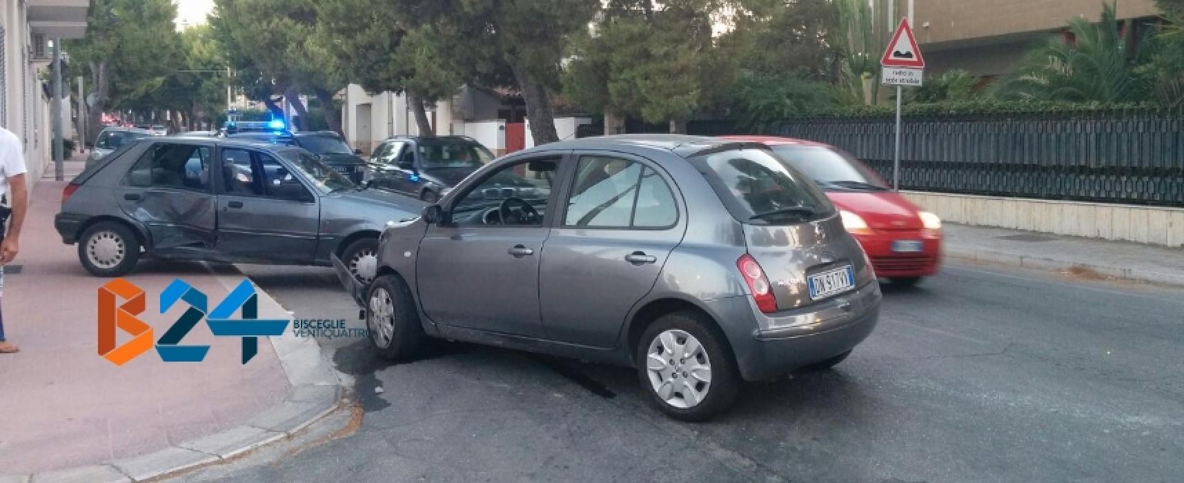 Brutto scontro in via della Libertà, una delle due auto termina contro abitazione