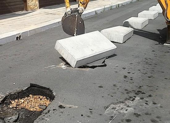 Partiti i lavori di rimozione dei cordoli nella 167, in corso anche la sistemazione del verde