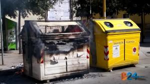 Cassonetto in fiamme via della Repubblica-3