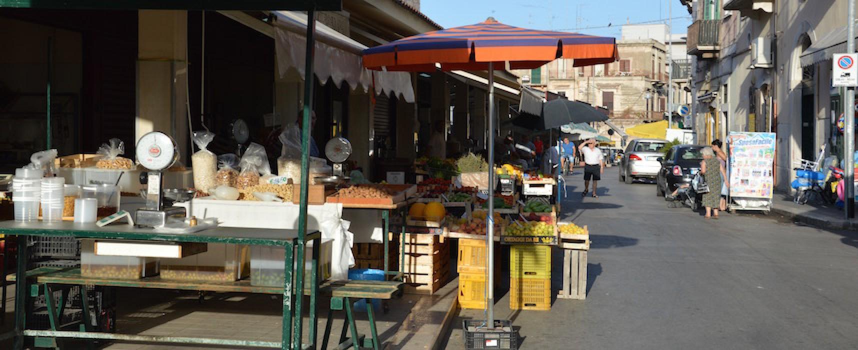 Dissuasori di transito per la zona pedonale nell'area mercatale di Corso Umberto