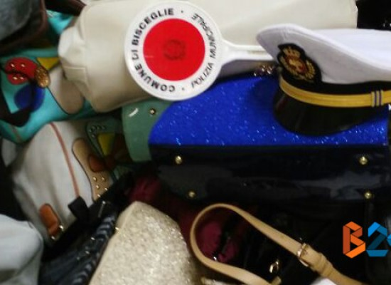 Cento borse sequestrate dalla Polizia Municipale a venditori abusivi durante la festa patronale