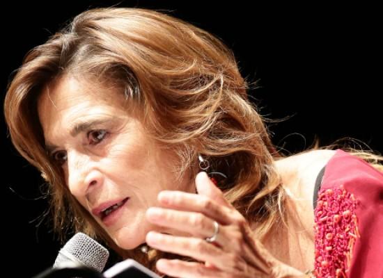 """Lina Sastri si racconta in """"Appunti di Viaggio"""" martedì 11 al Teatro Garibaldi"""