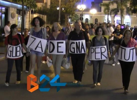 """""""Marcia delle donne e degli uomini scalzi"""", ecco il VIDEO dell'iniziativa biscegliese"""