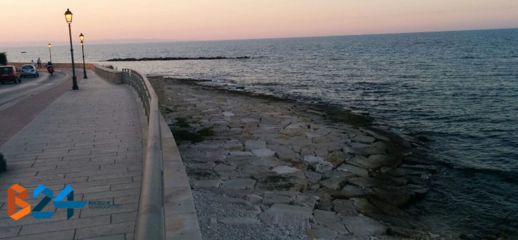 """Spiaggia """"La salata"""": giovane bagnina riporta a riva tre bambine in difficoltà"""