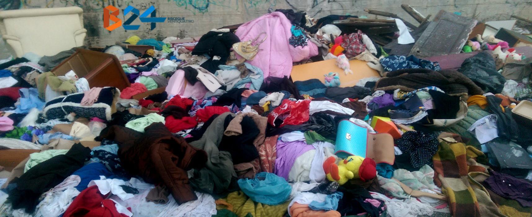 Rifiuti in via Crosta, scoperta una gigantesca discarica di capi d'abbigliamento / FOTO