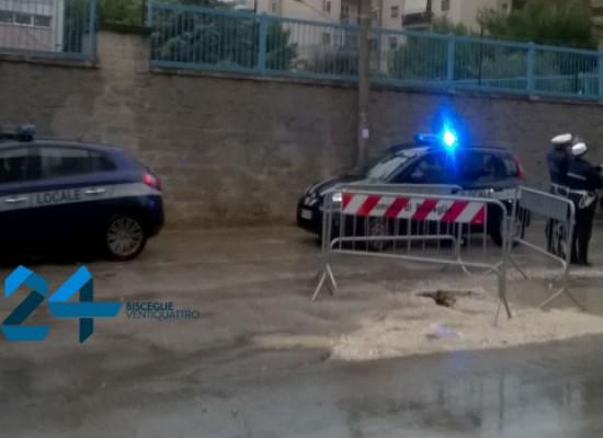 Situazione molto critica in via Fragata, voragini e vasche d'acqua create da lavori e pioggia / FOTO