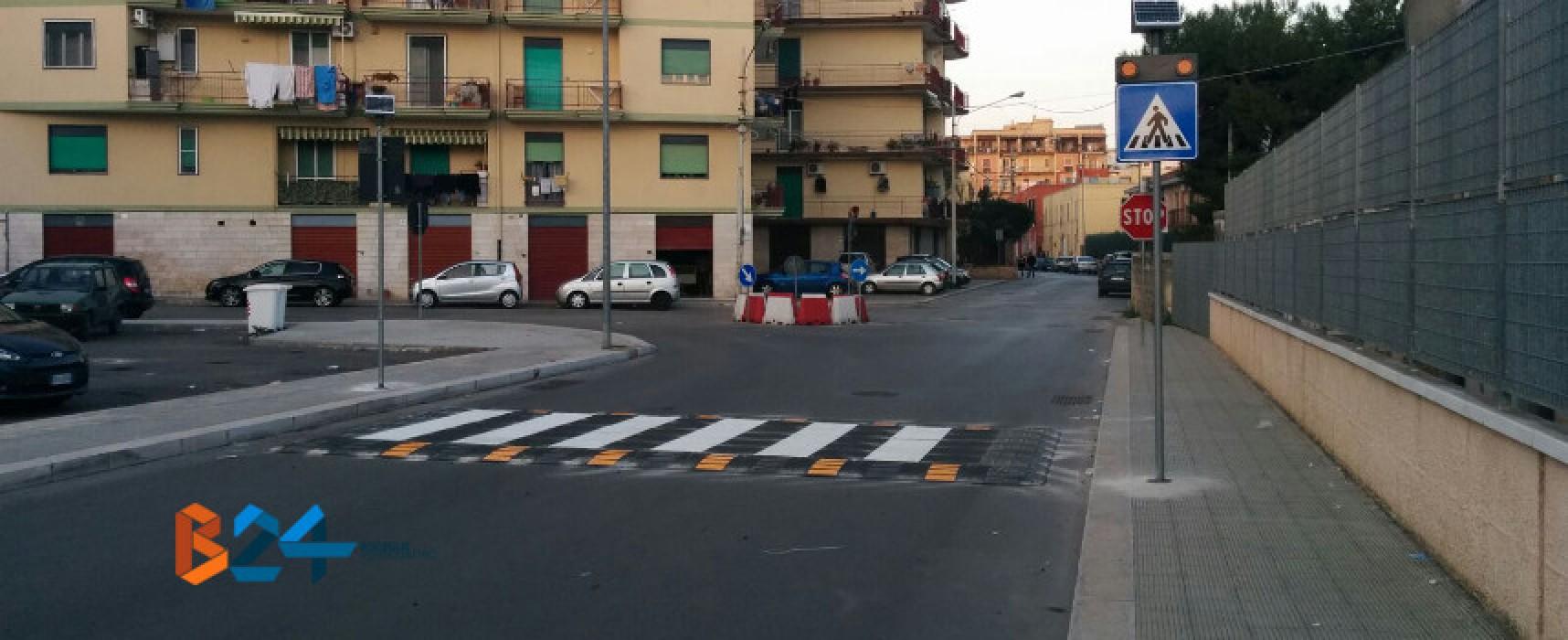 Nuovo attraversamento pedonale rialzato e rotonda in pvc in via Giovanni Paolo II