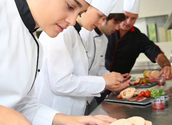 """Al via """"Cibo e colori di Puglia"""", viaggio nella cucina pugliese tra educational e cooking show"""