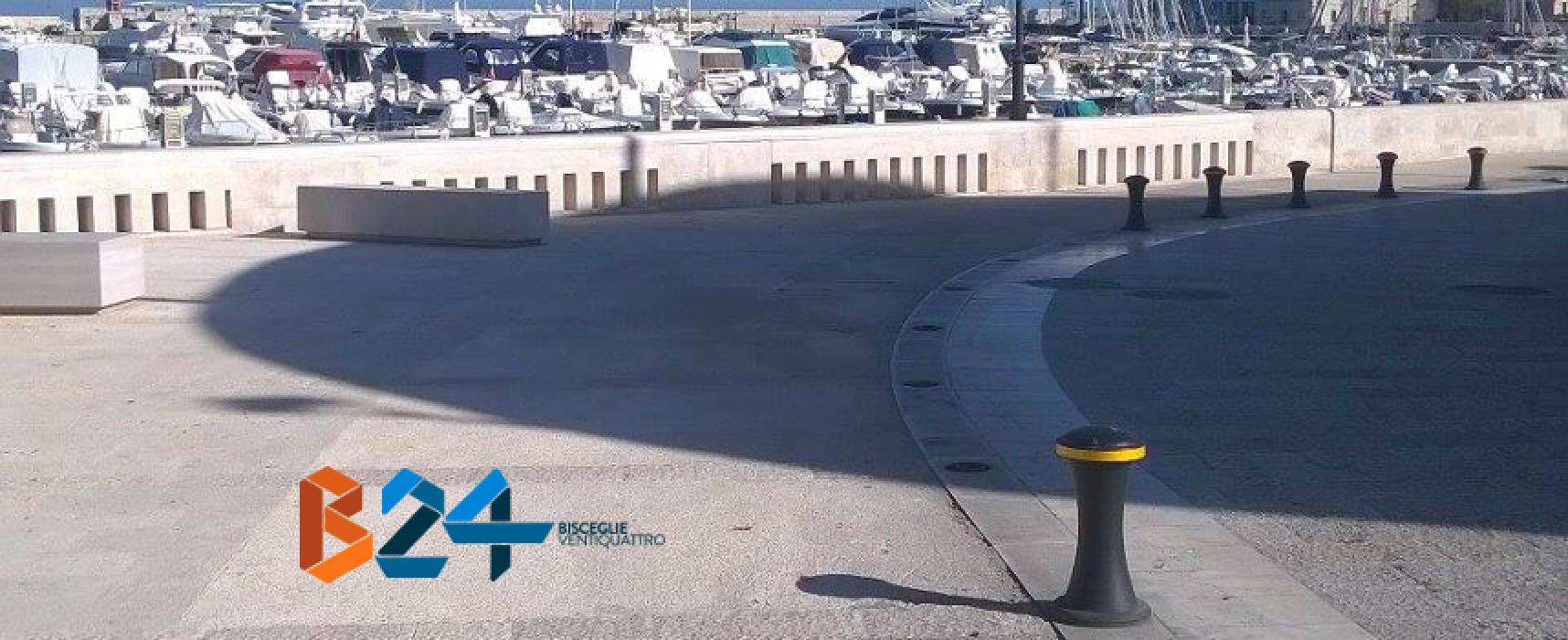 Waterfront, spariscono alcuni paletti e il parcheggio diventa selvaggio / FOTO