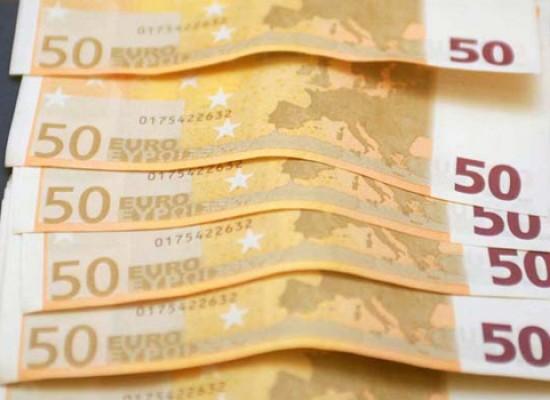 Beccate nella zona artigianale con 610 euro falsi, due persone denunciate