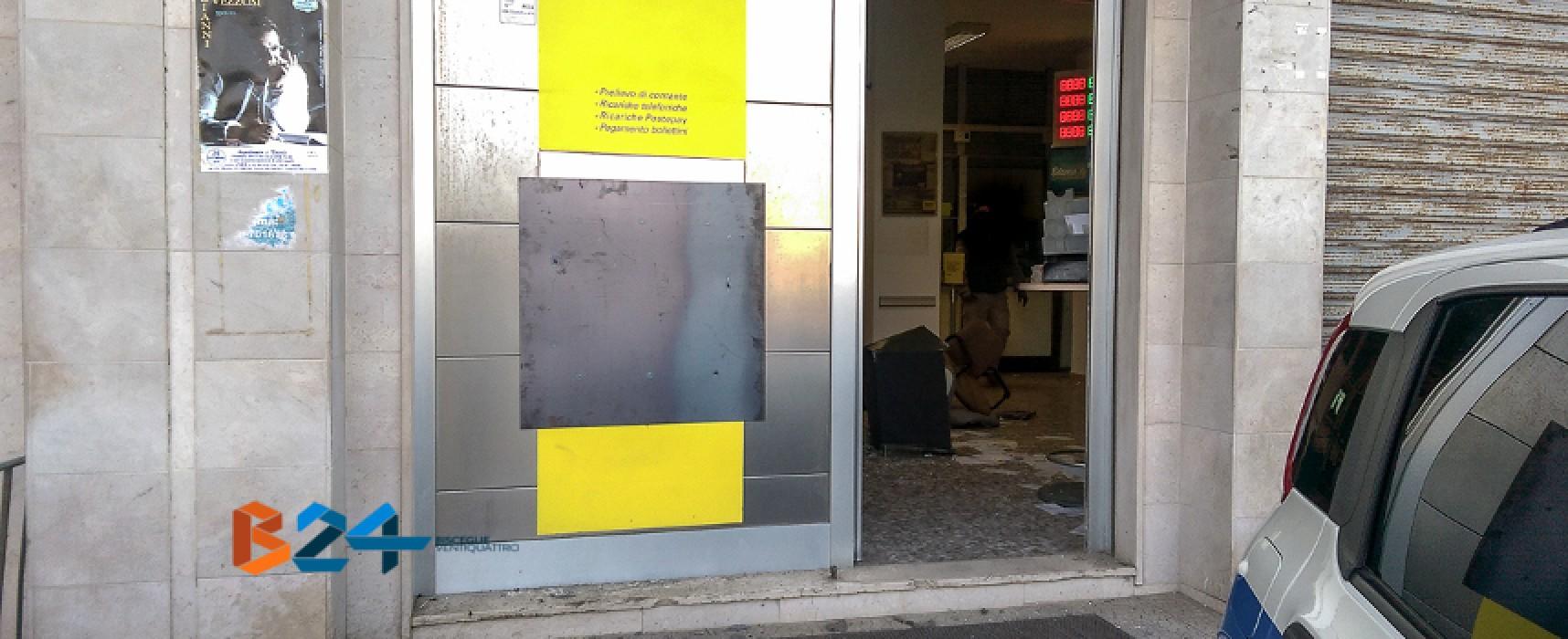 Bomba e furto alla posta di Sant'Andrea: rubati i soldi dello sportello automatico / FOTO