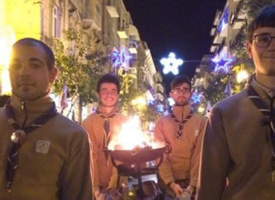 Stasera il Gruppo Scout porta la Luce della Pace nelle strade della città