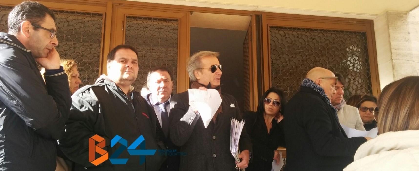 """Licenziamenti Ambrosia in Cdp, lunedì nuovo sit-in di protesta. Brescia: """"Vertenza drammatica"""""""