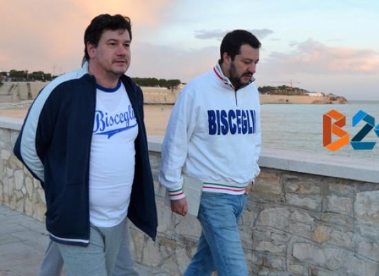 Matteo Salvini passeggia sul lungomare di Bisceglie e visita il mercato del pesce / FOTO E INTERVISTA