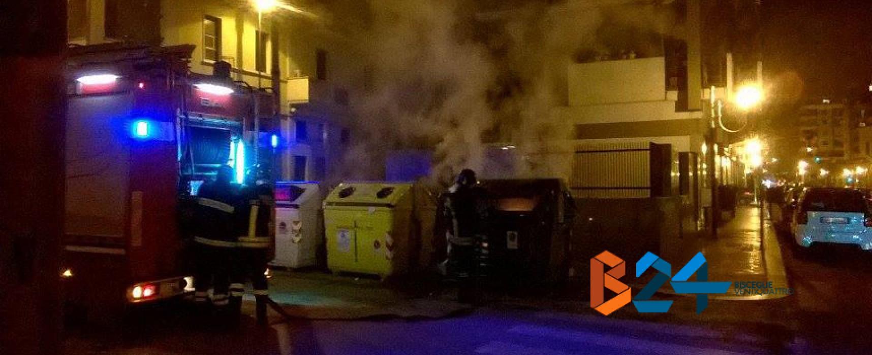 Via Volta, cassonetto in fiamme, intervengono prontamente Carabinieri e Vigili del Fuoco / FOTO