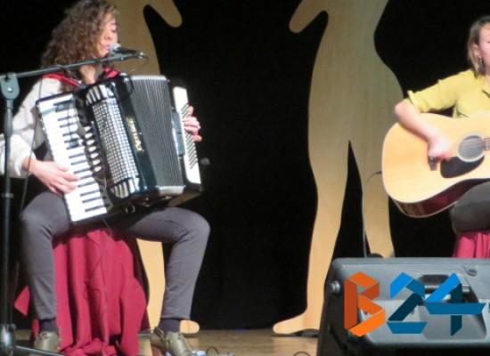 Le cantautrici napoletane Fede 'n' Marlen conquistano la platea del Teatro Don Sturzo