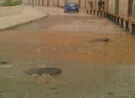 Esondazioni di fogna nera al waterfront, Losapio convoca i responsabili dell'Acquedotto Pugliese
