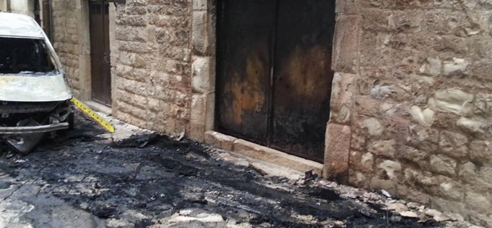 Auto prende fuoco, danneggiato Palazzo Ammazzalorsa