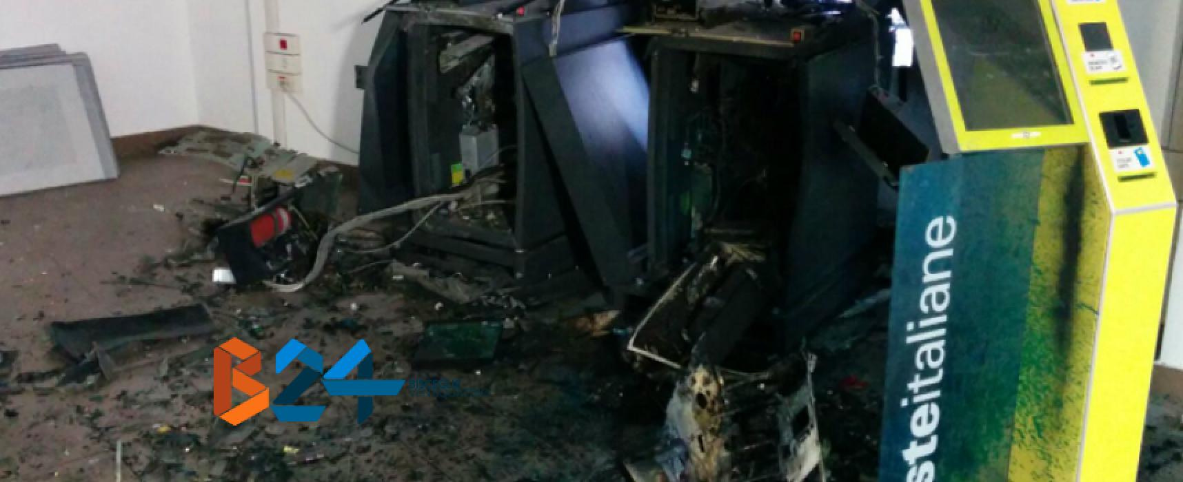 Due bombe nella notte alla posta centrale per rubare il denaro degli sportelli Atm / FOTO