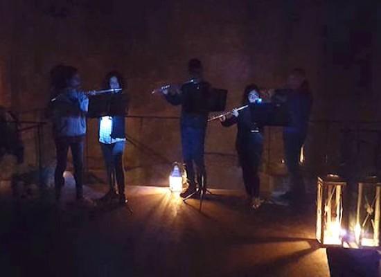 M'illumino di meno, il Castello Svevo al buio animato dalla musica degli studenti della Monterisi