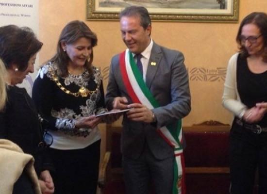 Francesco Spina, primo uomo in Italia nominato socio onorario Fidapa