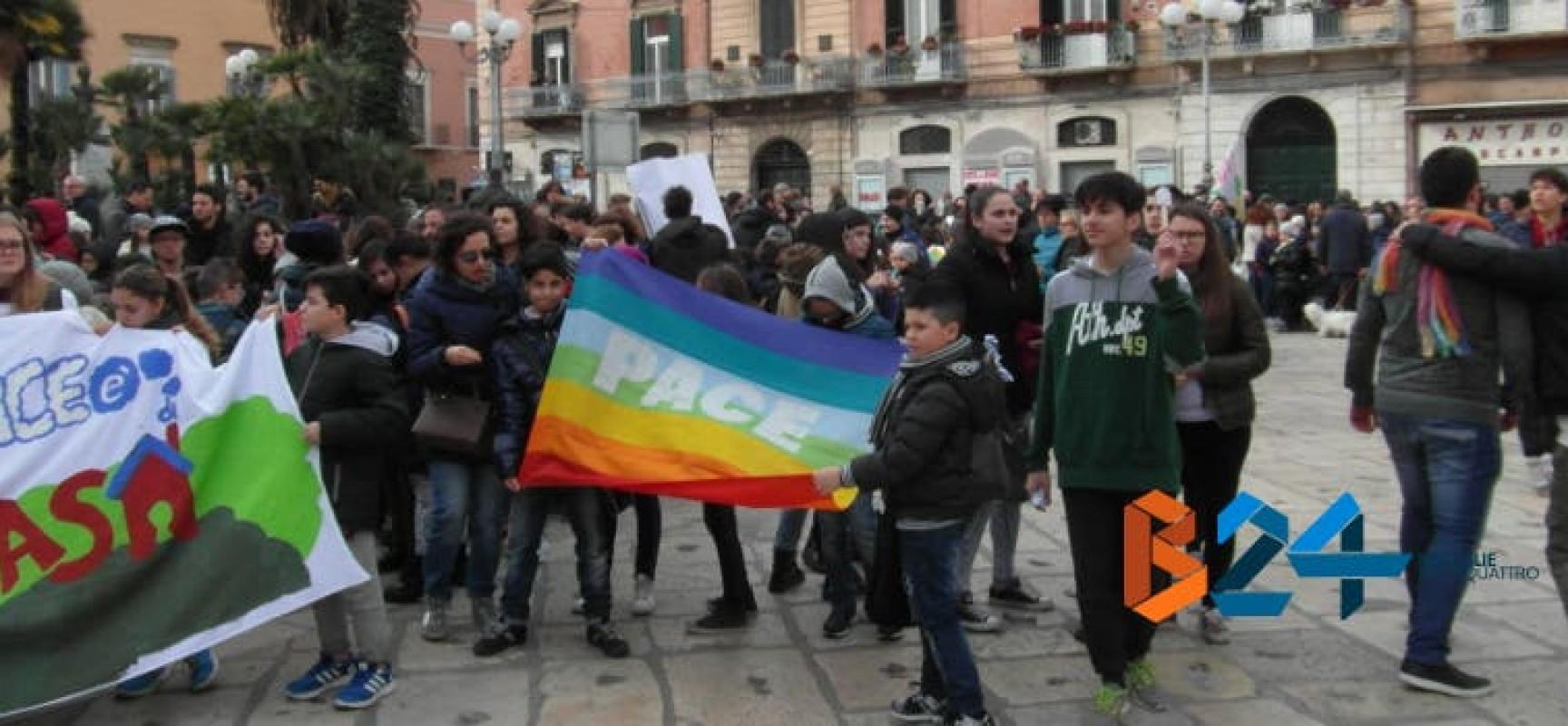 L'Acr colora il centro cittadino con la Marcia della Pace / FOTO