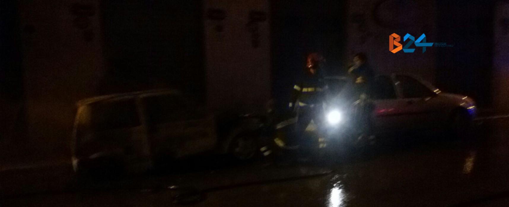 Via Curtopassi e via Monterisi, due auto in fiamme nella notte / FOTO