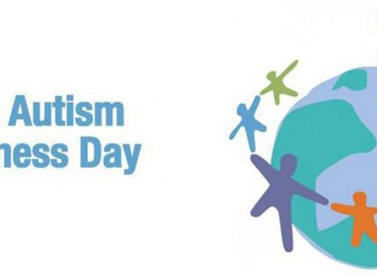 Giornata Mondiale dell'Autismo, bimbi in piazza per un flash mob a base di bolle di sapone