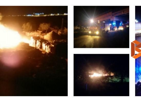 Incendio in un deposito di legno vicino Bisceglie Sud