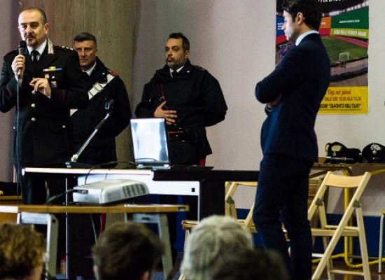 """""""Pensa al tuo futuro sulla strada"""": incontro alunni-forze dell'ordine all'Istituto """"Dell'Olio""""/FOTO"""